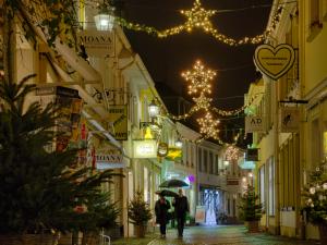 WESTCOAST – Sa., 2. Dez. – Live in Moerser Altstadt